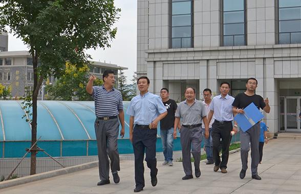 张焕军_山东公路技师学院院长张焕军带领相关处室人员进行校园安全工作检查